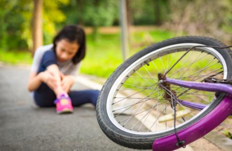 על פיצוי כפול לילדה שנפלה מהאופניים- כתבה בישראל היום