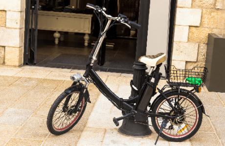 פיצוי כפול: נער שנפל מאופניים חשמליים יקבל 400 אלף שקל