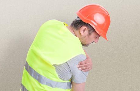 תאונת עבודה במפעל – כיצד ניתן לקבל פיצויים מקסימליים?